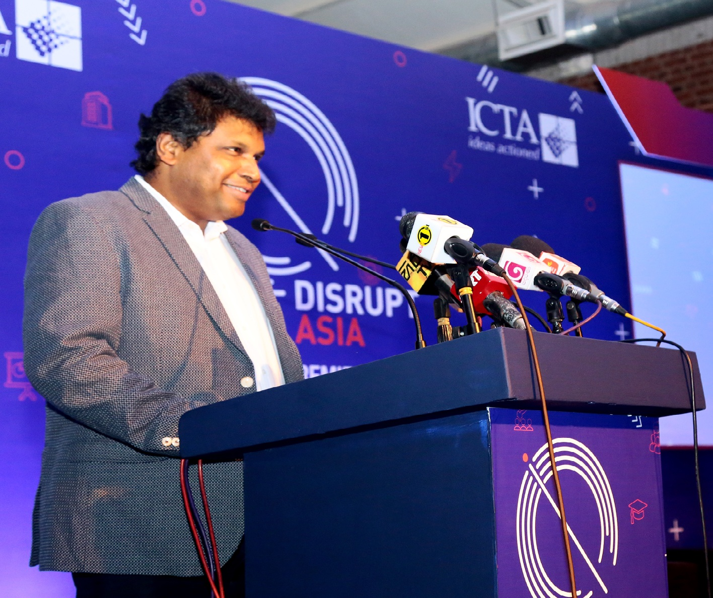 Pic 3 - Mr. Muhunthan Canagey - Managing Director - CEO - ICT Agency of Sri Lanka